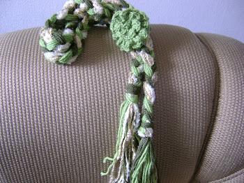trança verde com flor