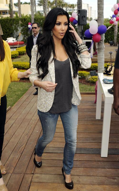 Wallpapers Collection Kim Kardashian Style 2010