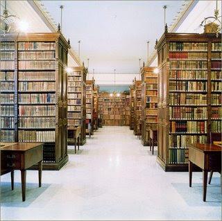 Eu tenho uma biblioteca em casa...rs...