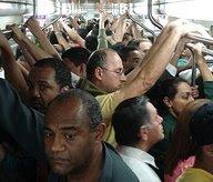 multidão no metrô
