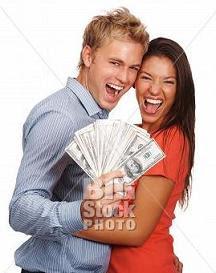 casal com dinheiro