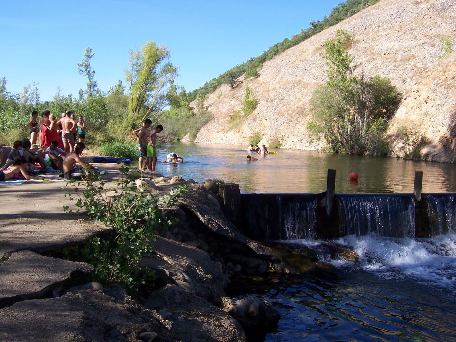 El blog de la mata de curue o le n piscina en el curue o for Piscinas fluviales leon
