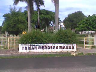 http://3.bp.blogspot.com/_0DCpBii3bpE/S2_QFo87VII/AAAAAAAAABs/YF-iZUFdoVo/s320/Taman+Merdeka+Kota+Manna.jpg