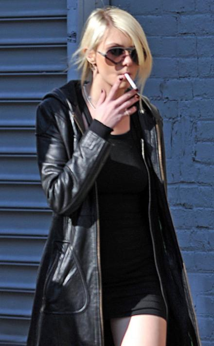 Does Taylor Swift Smoke Cigarettes Niccceee!