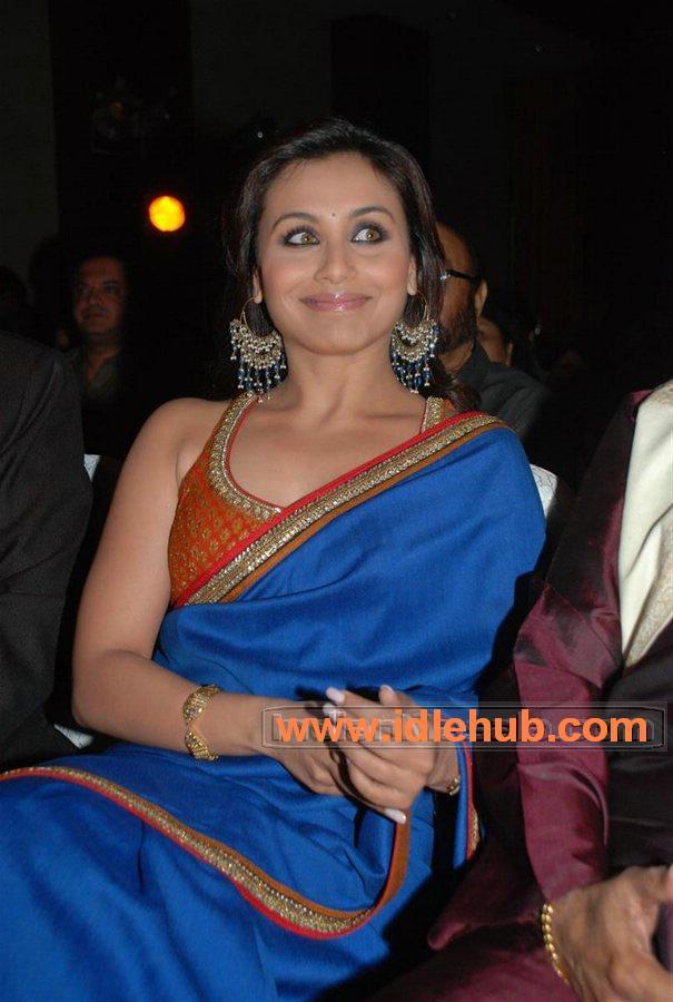 Rani Mukherji attractive in hot blouse n saree at V.Shantaram Awards Nite