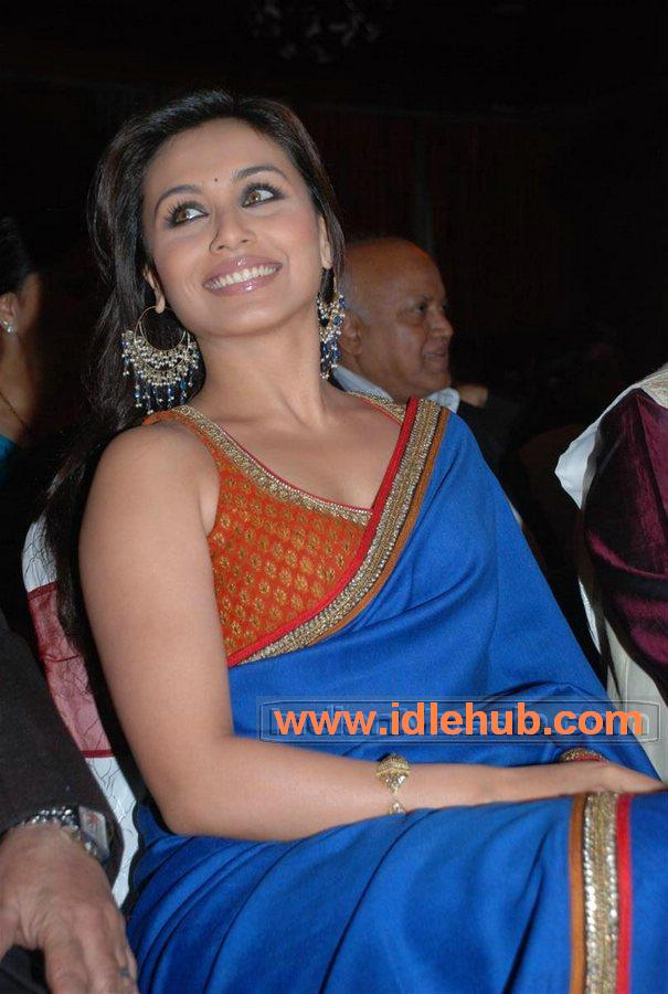 Rani Mukherji attractive in hot blouse n saree at V.Shantaram Awards Nite