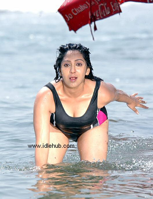 Ankitha - Rasna gal's swimsuit s-exposure in Seetharamudu!