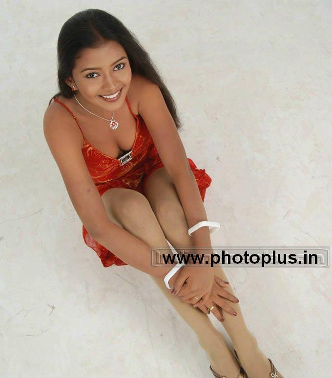 Tamil actress ASWATHA doing hot sexposure