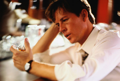 Moje raspoloženje u slici - Page 2 Getty_rm_photo_of_man_drinking_at_bar