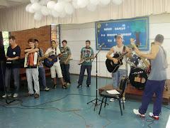 Celebração Ação de Graças - Grupo de alunos e funcionário