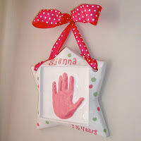 Top tutortials week -$10 DIY handpring plaque via lilblueboo.com