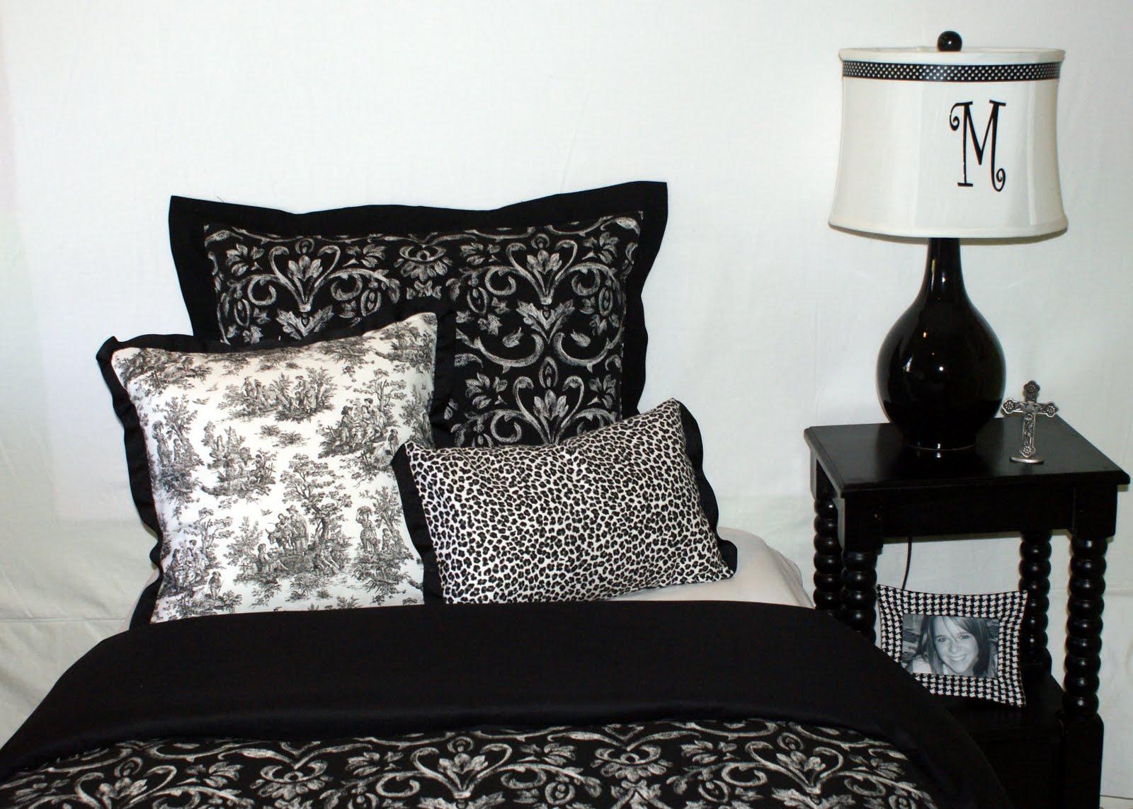 Dorm Bedding Decor Decor 2 Ur Door Decorating Your College Dorm Room Is Challenging