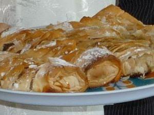 "Articole culinare : Dulciuri - Placinta""Rulou cu Mere"""