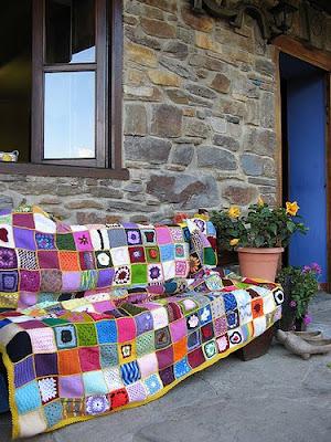 Colcha colectiva terminada espacio crochet - Como hacer una colcha de ganchillo ...