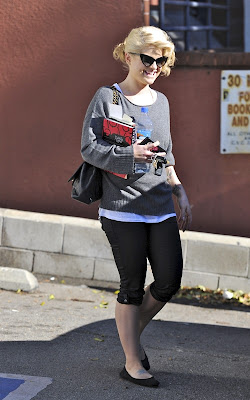 Kelly Osbourne out book shopping