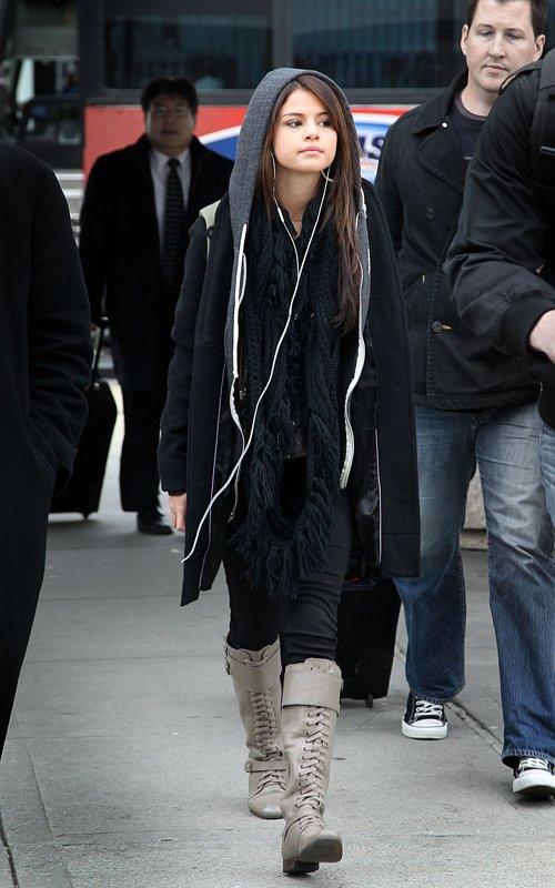 Popular Celebrity News Selena Gomez Arriving Into Jfk Airport In