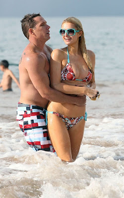 Paris and Nicky Hilton Showing Bikini Bodies Photos