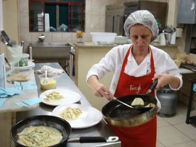 Lucilene prepara ravióli de cordeiro