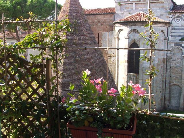 Casa della mamma: un terrazzo di ringhiera