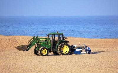 Prospecção na praia, inicio de uma batalha longa, apelo para apoio..... - Página 3 Foto_limpeza_praia1-Ilha-Barreira-POLIS-Ria-Formosa-Limpeza-Praia-Resíduo-Área-Navegável-Poluição-Pesca-Praia-Faro-Culatra-PNRF-Algarve-NAMB-Ambiente