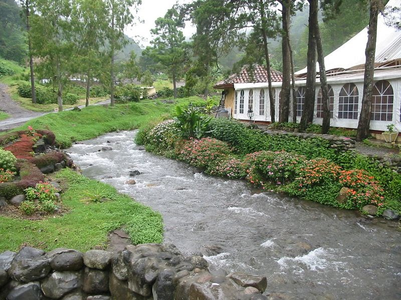 rumah impian rumah idaman: rumah di pinggir sungai