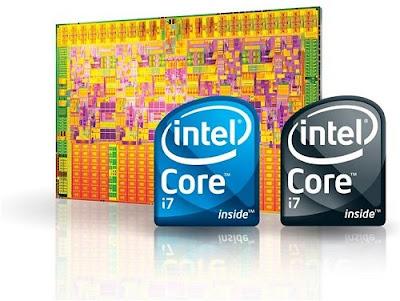 Logotipos de los microprocesadores Intel tras un fondo que es su propia circuiteria en color dorado