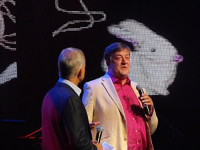 Stephen Fry at iTunes Festival 2010 (Photo by flickr.com/queen_evie)