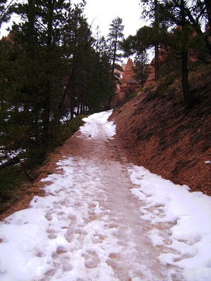 Bryce Canyon trail with snow