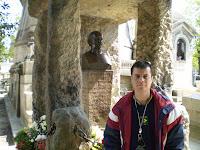Estava em Paris dia 18 de abril de 2007.