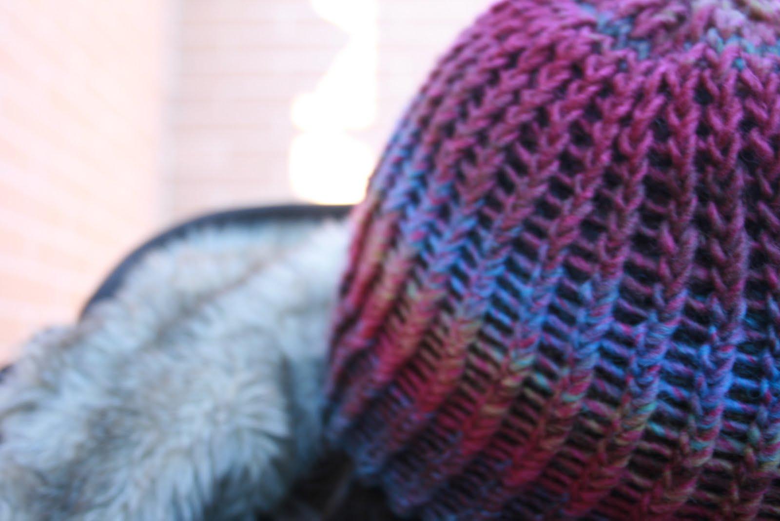 ... desprevenidos me ha dado por hacer gorros de lana para mr j y para mi