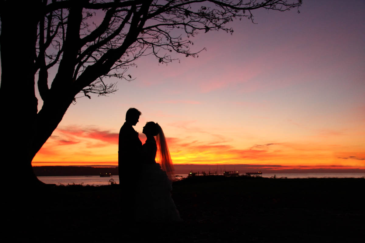 Iconic Vancouver Wedding Photography Stanley Park Autumn Wedding