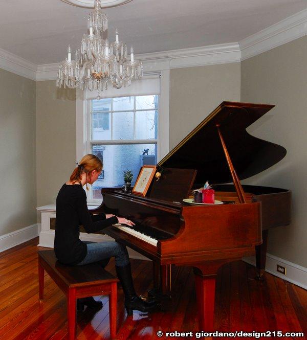 Kellen playing piano