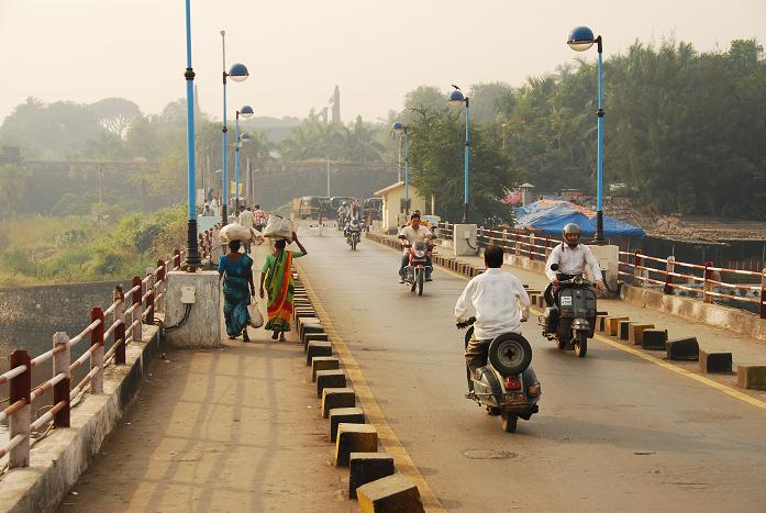 Daman India  city pictures gallery : The bridge over the Daman Ganga , heading to Moti Daman: