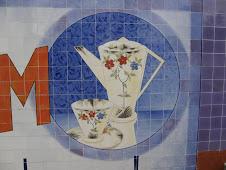 É de Sacavém, é outra loiça..., Painel de azulejos, Oliveira do Hospital