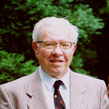 20 DE AGOSTO DE 2001- MUERE FRED HOYLE
