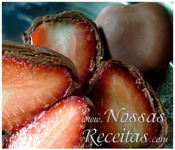 receita de morangos frescos cobertos com chocolate
