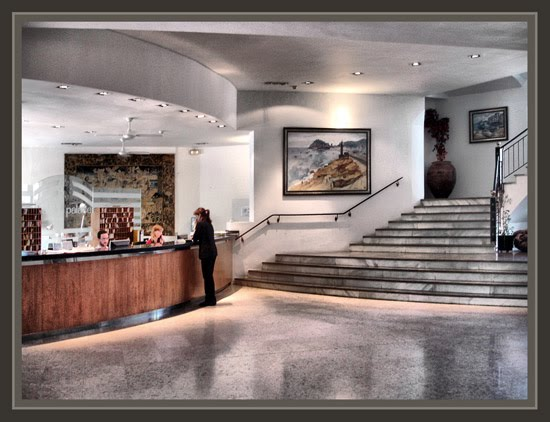 HOTELES-PLATJA D´ARO-ERNEST DESCALS-RECEPCION-HALL-PINTURAS-TOSSA DE MAR