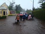 Las fuerte lluvia que cayo en la Antigua Guatemala, provocó inundaciones en . dsc