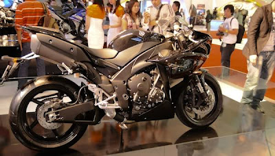 Yamaha R1 Hitam Modified