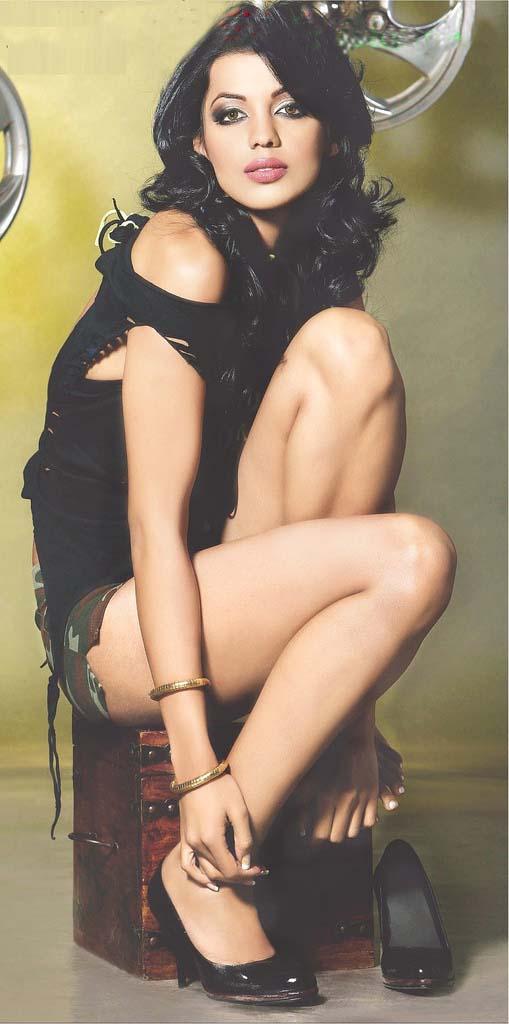 http://3.bp.blogspot.com/_0eYSn-vGnU8/TUcDXt9WRVI/AAAAAAAACNk/i8Li2Tq2n2c/s1600/mugdha-godse-exposing-sexy-legs-pictures-hot-image-gallery.jpg