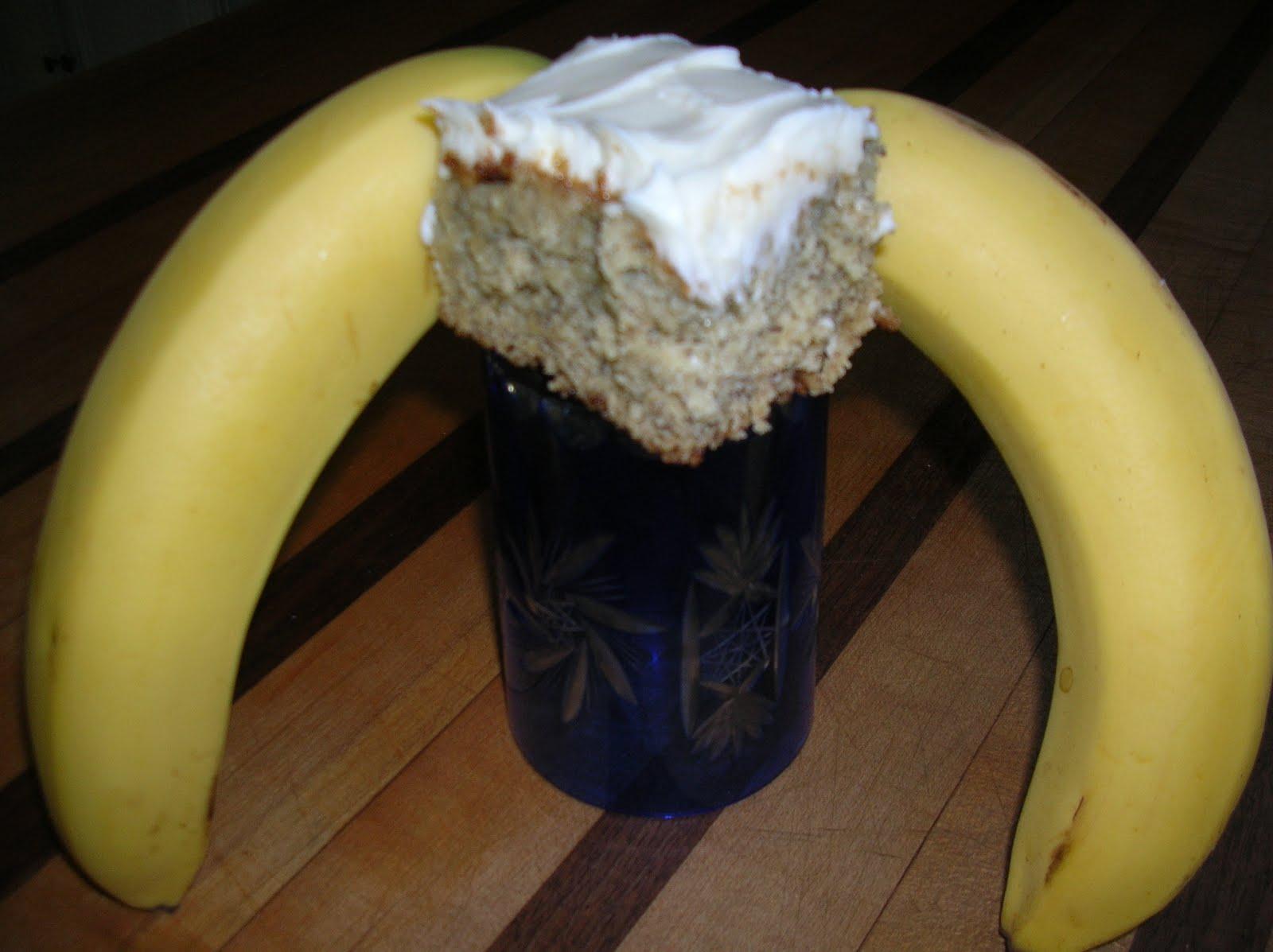 http://3.bp.blogspot.com/_0fSDaRp2e4A/S-yNtex7v7I/AAAAAAAAAWk/pFNMUwRaEtI/s1600/Frosted%2BBanana%2BBars%2B001.jpg