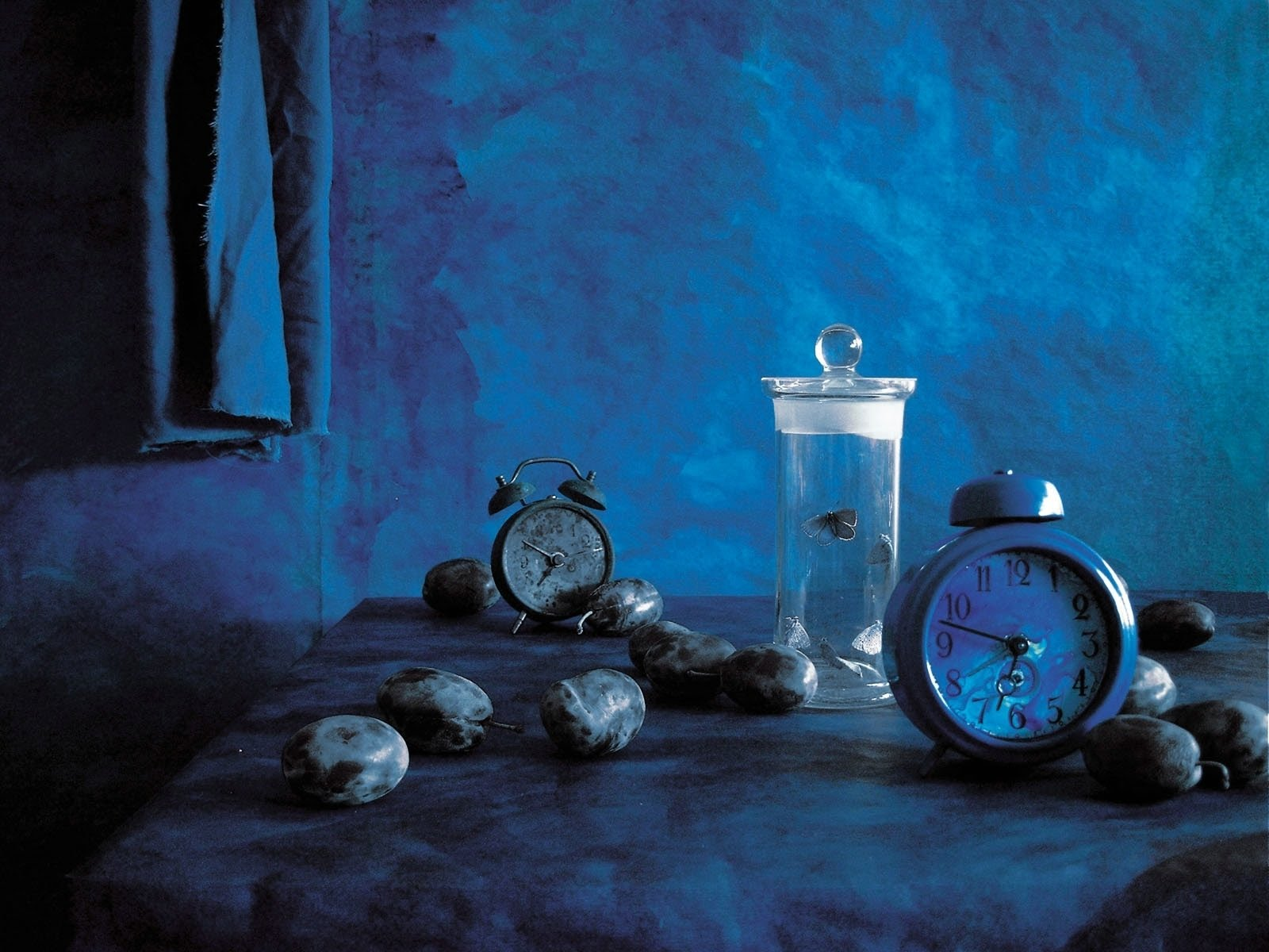 http://3.bp.blogspot.com/_0fvCOMn2z78/TGJq1Z1RwnI/AAAAAAAAEAE/3RO9-OdUBnw/s1600/Wallpaper.+Blue+Room.jpg