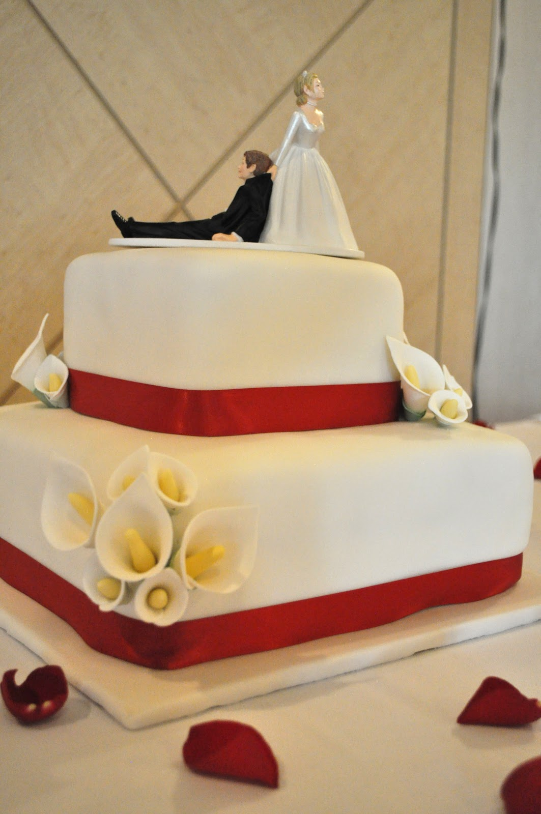 Life\'s Sweet Occasions: Calla Lily Wedding Cake