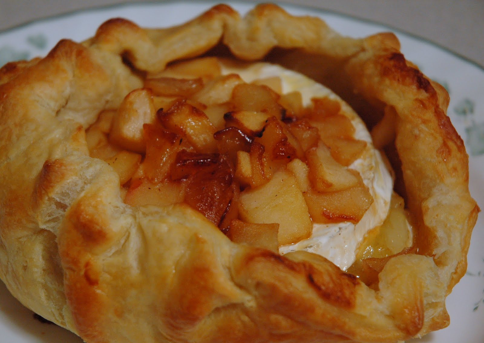 My Life And Good Times: Baked brie with apple compote