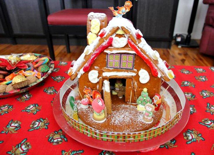 How To Make A Gingerbread House | Free Tutorial | FestivalGirl.com.au