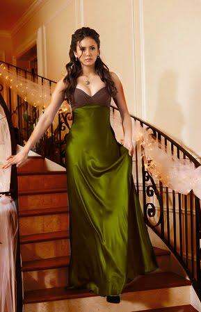 Elena báli ruhája, amit Damontól kap.