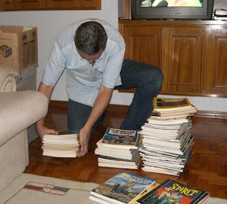 Eu, ainda no sabadão, separando livros pelo formato