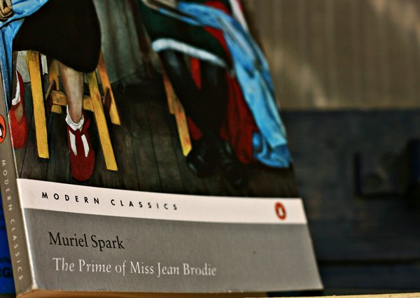 a review of the prime of miss jean brodie by muriel spark A major novel by muriel spark, then a play adaptation by jay presson allen, the prime of miss jean brodie is now best known as a career peak for the great maggie smith she won the best actress oscar for this role, and a full forty-five years later is better known for the harry potter movies.
