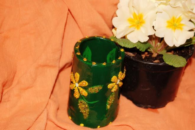 Pahar decorativ sau pentru pixuri si creioane cu aplicatii de margele de sticla- 30 Ron