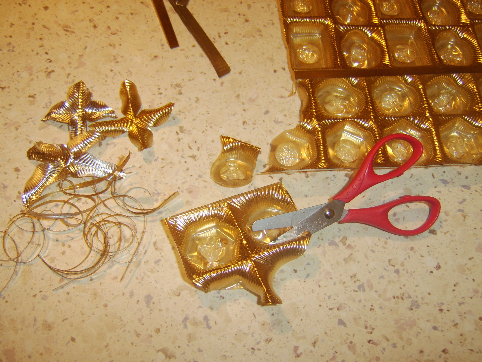 Поделки из коробок - 79 фото идей создания игрушек и украшений 51